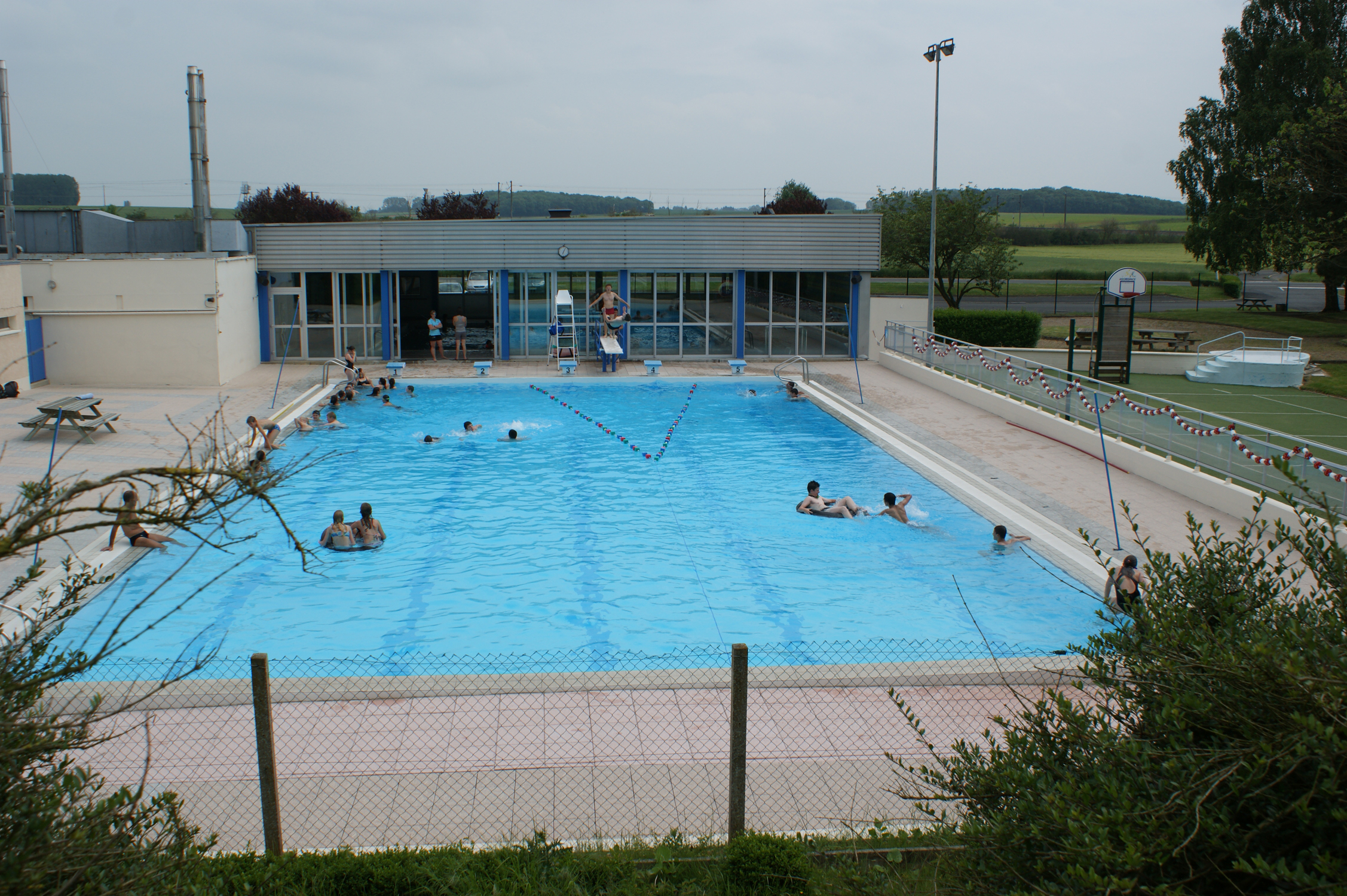 Piscine bohain for Piscine la piscine